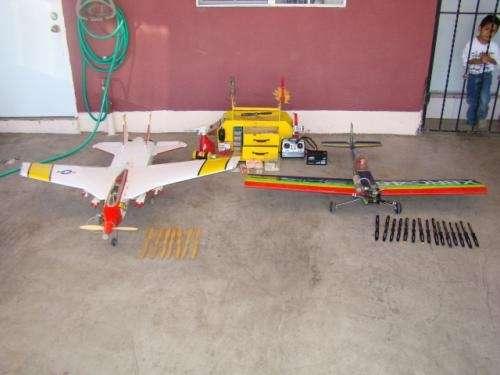 Aviones a control remoto, equipo de vuelo y refacciones