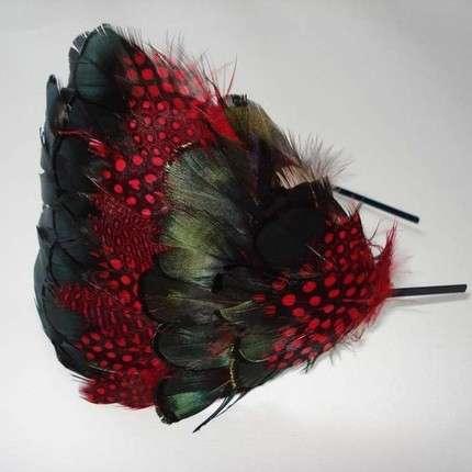 Broches y diademas con lindas plumas de importacion