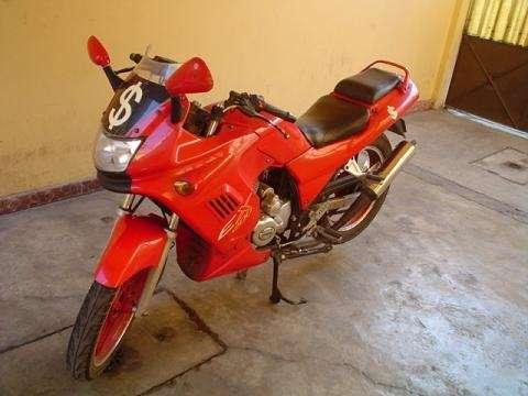 Se vende moto itlika ex-200