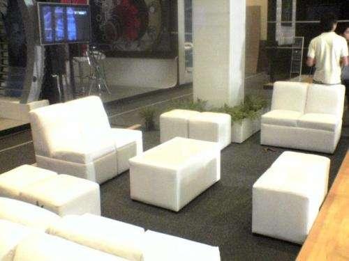 Renta de unifilas, salas y periqueras lounge
