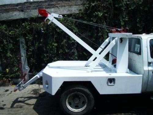 Se vende equipo de grua de 31/2 y winch mecanico de 10,000 libras