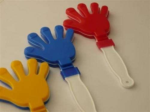 Productos de plastico:manitas aplaudidoras,matracas,silbatos,frisbee,ganchos