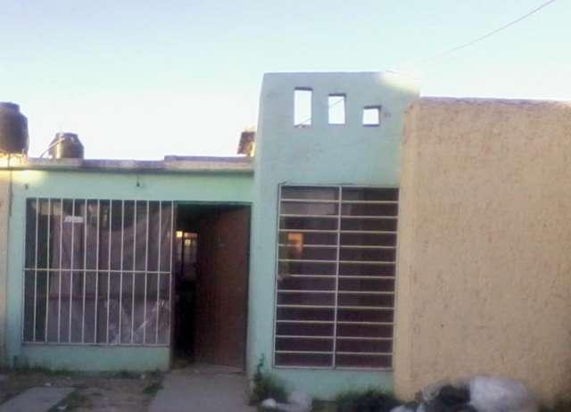 Vivienda economica semi-nueva de 2 recamaras, cochera para 2 autos, un baño completo, sala, comedor, cocina y patioen durango, dgo.