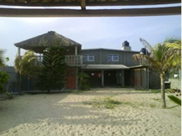 Casa cobre playa en pie de la cuesta