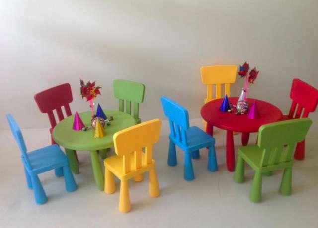 Mesas infantiles de plastico cool mesa infantil azul with for Silla infantil plastico