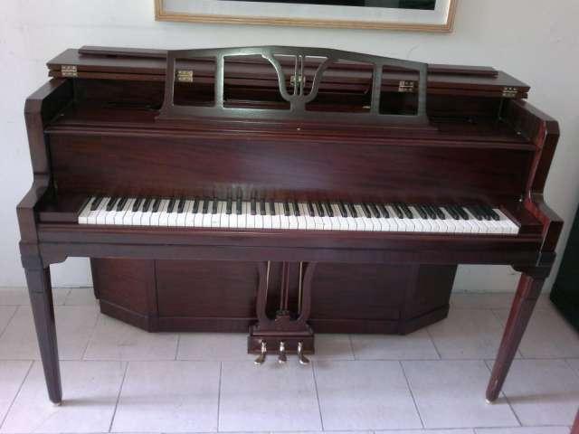 Piano seminuevo cable-nelson ¨pianos gradimi¨