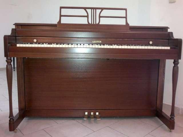 Piano vertical lester ¨pianos gradimi¨
