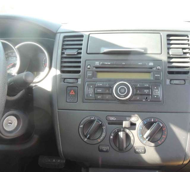 Fotos de Nissan tiida 2010 4p sedan emotion aut 4