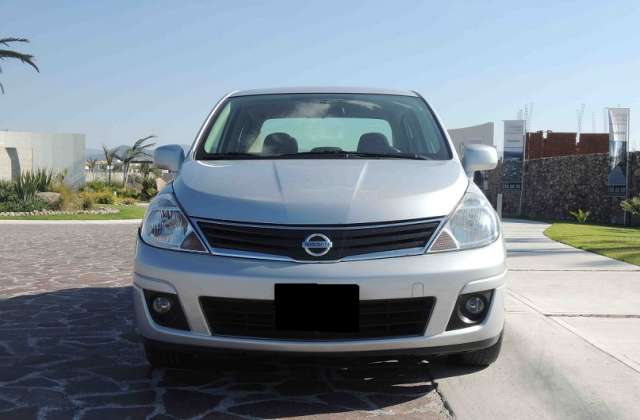 Fotos de Nissan tiida 2010 4p sedan emotion aut 1