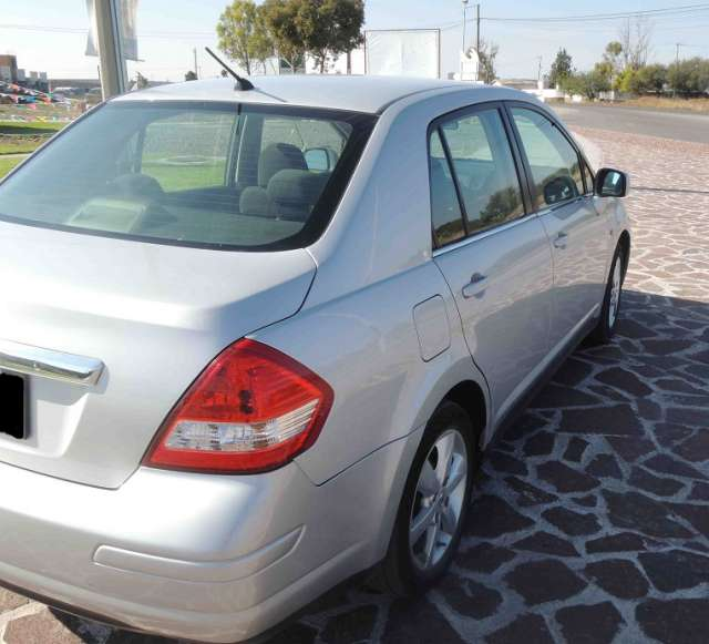 Fotos de Nissan tiida 2010 4p sedan emotion aut 3