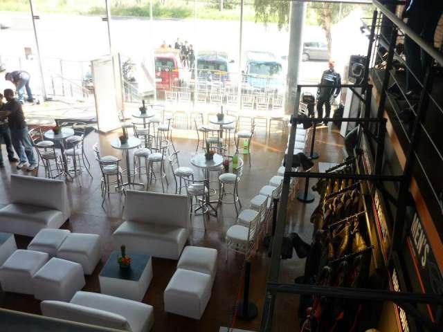 Banquetes, salas lounge, karaoke, iluminación y mas