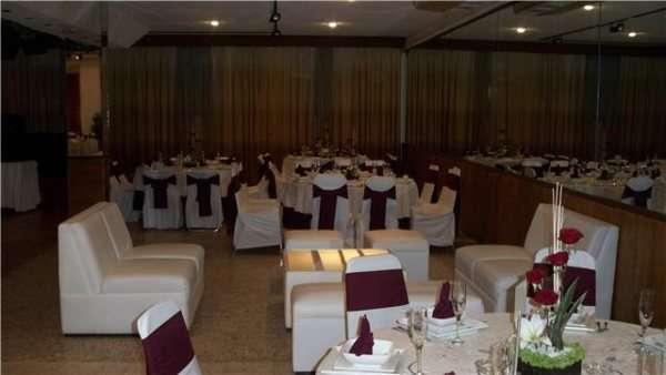Salon fiestas con banquete