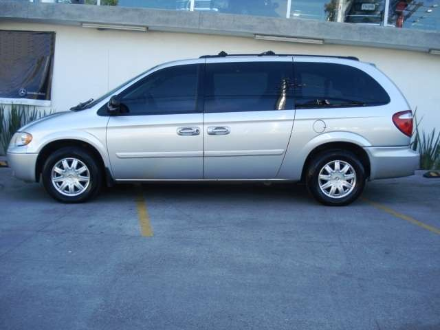Chrysler town & country 2005 5p automatica lx