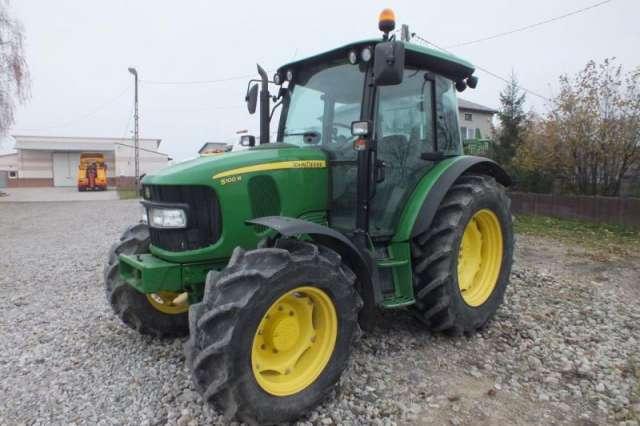 Tractor john deere 5100m.