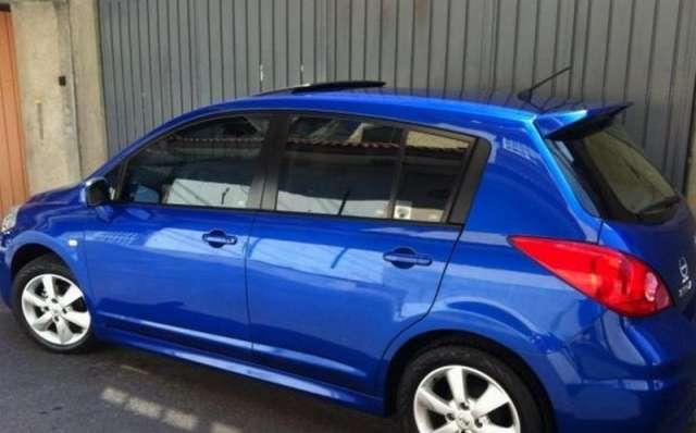 Nissan tiida 2012 azul
