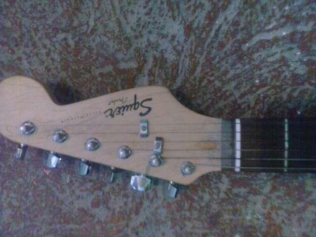 Excelente guitarra squier