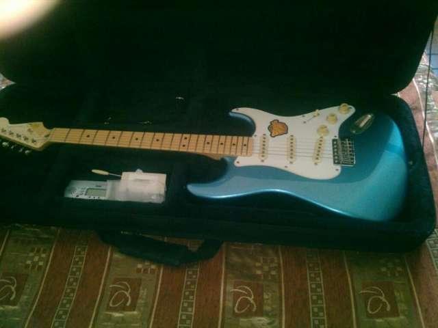Guitarra eléctrica amplificador y estuche