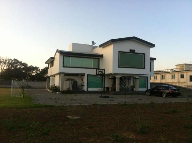 Hermosa residencia en fincas de sayavedra