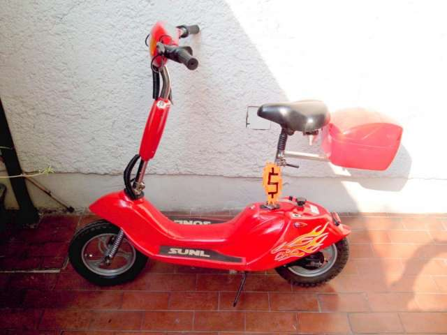 Scooter electrico flamante