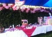 Mesa de dulces con una gran variedad