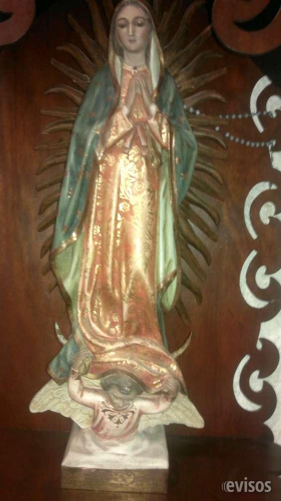 Virgen de guadalupe de madera policromada y estofado en oro, con ojos de vidrio, de finales del siglo xix.