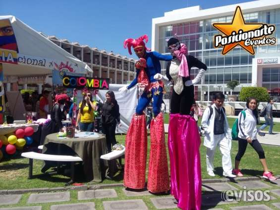 Carnaval y desfiles: show de zanqueros, zancos