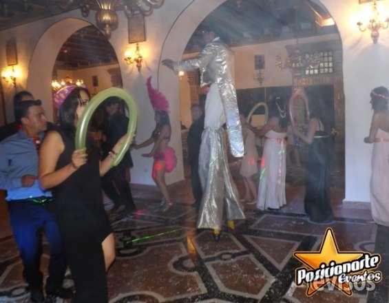 Zanqueros, show de zancos para xv años, eventos y fiestas
