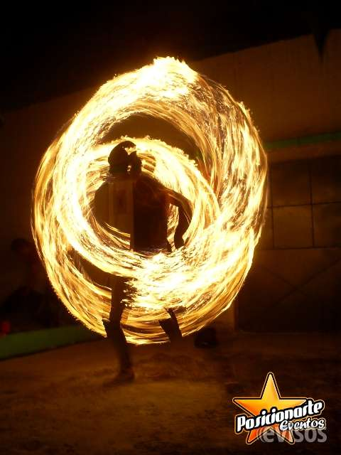 Show de fuego para carnaval y desfiles en ciudad de méxico.