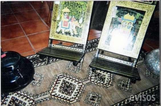 Par de sillas antiguas indúes desmontables con pintura óleo
