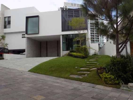 Casa nueva de lujo en coto zona plaza andares