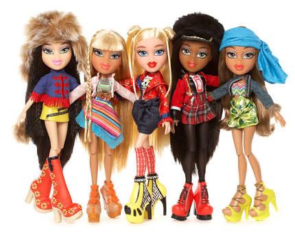 Ppor temporada apoyame empacando muñecas bratz