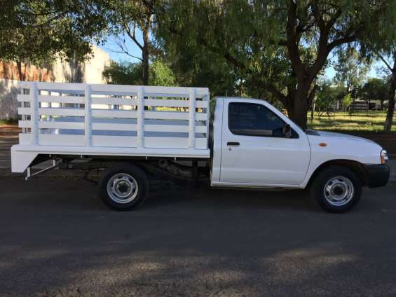 Nissan pick-up estaquitas 2014