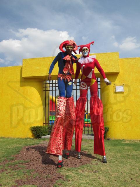 Zanqueros para carnaval: desfiles, caravanas, recorridos, inauguraciones, clausuras
