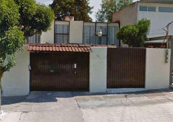 Rento casa muy amplia a espaldas de plaza satelite