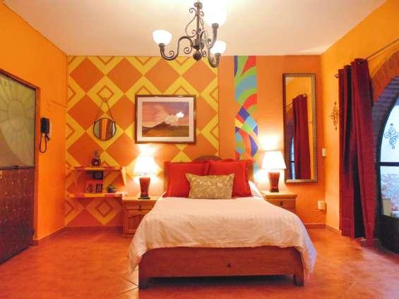 Olvida los hoteles caros y hospédate en una suite amueblada!