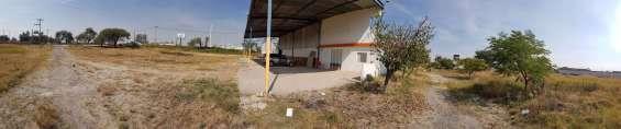 Terreno con nave industrial en venta