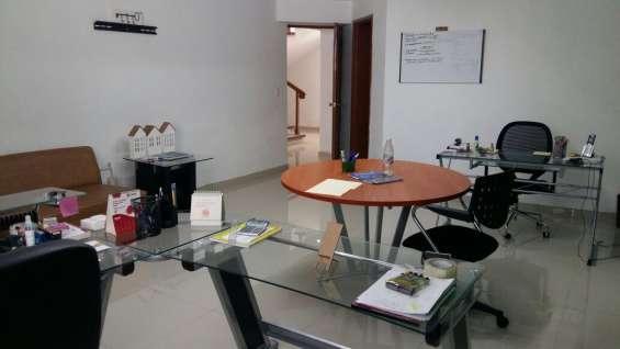 Oficina corporativa en zona plaza mexico amueblada y con servicios incluidos