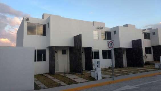 Venta de casas de dos niveles en zona residencial