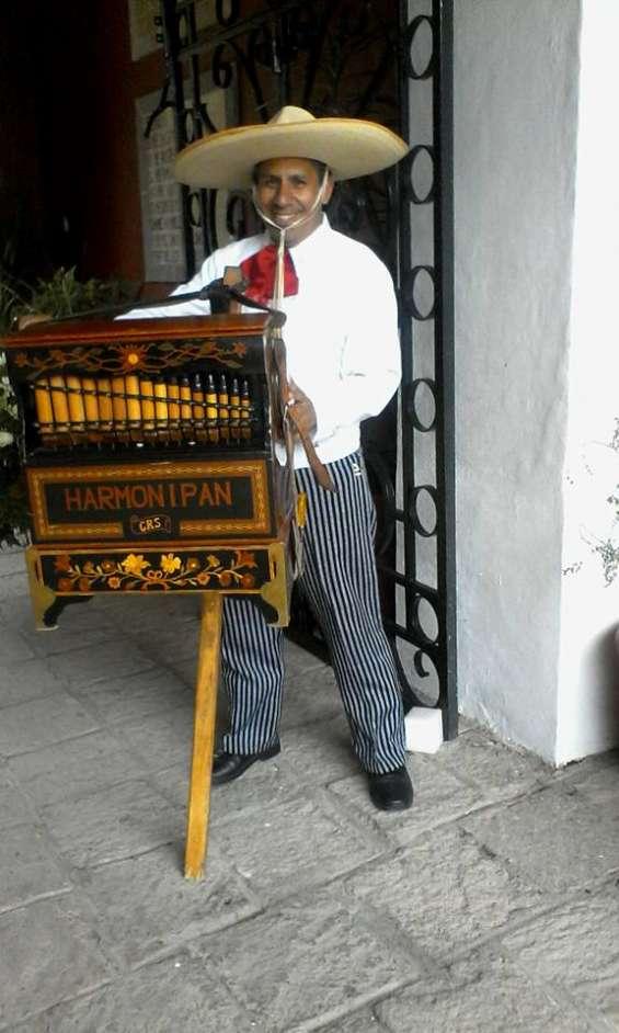 El mejor organillero para fiestas mexicanas