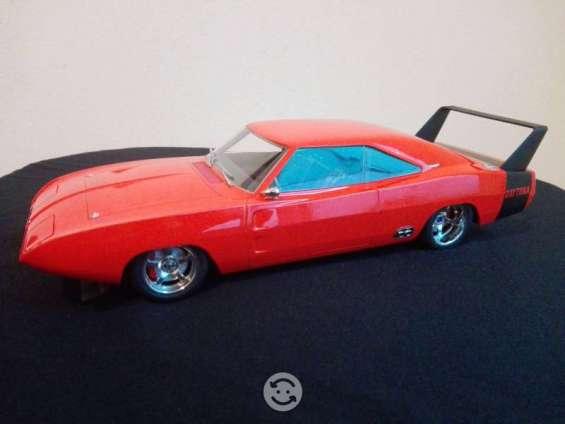 Dodge charger daytona 1969 escala 1:18