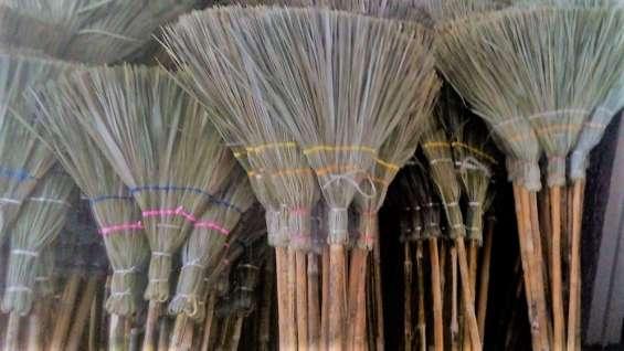Escobas artesanales de palma,totalmernte ecologicos