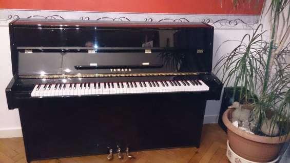 Ofrezco mi piano vertical yamaha c110a laca negra acústica.