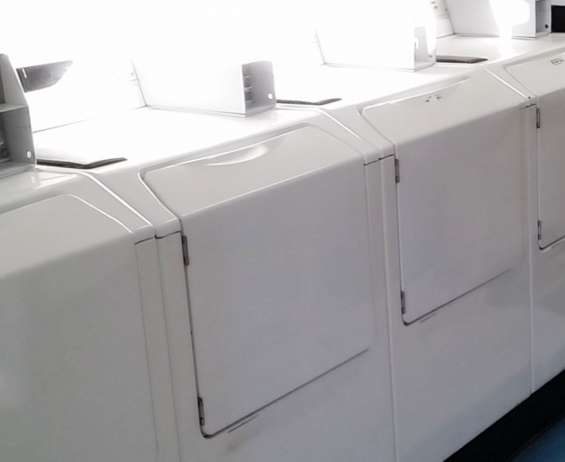 Lavadora de carga frontal comercial maytag neptune modelo mah21pdaww