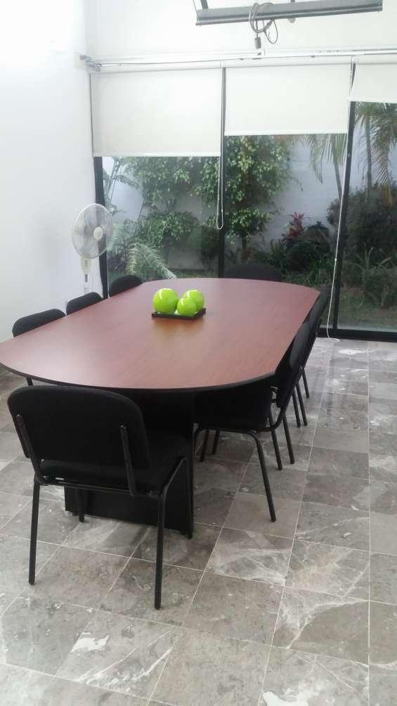 Sala de juntas listas para conferencias o reuniones