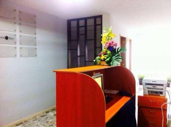 Oficina con capacidad para tres personas en ladrón de guevara