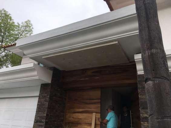 Magnifica casa con 5 recamaras en puerta de hierro, zapopan.