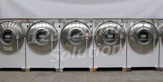 Milnor lavadora de carga frontal 35lb 3ph usada