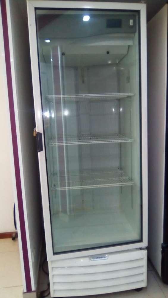 Refrigerador marca metal frío 2.10 con 3 rejillas seminuevo