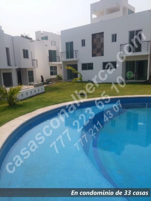 Condominio con alberca de 33 casas, roof garden, zona sur