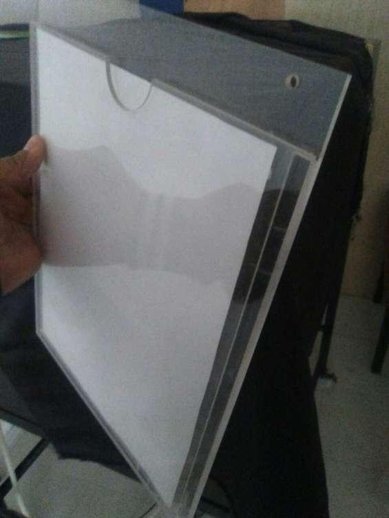Porta documentos vertical con pestaña